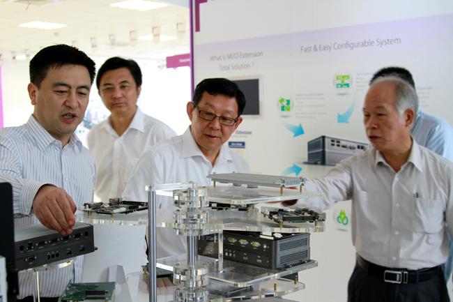没法满足当时的市场的时候使用量就会得到大大减少而UV打印机的适合性强 研祥工业平板电脑